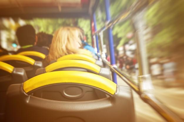 cobrador de ônibus coletivo urbano