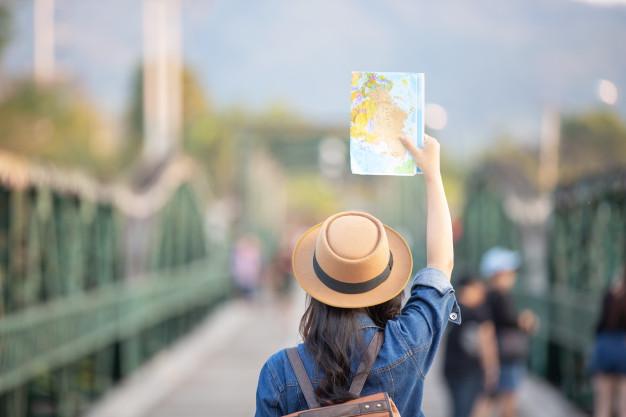 condutor de turismo em espaços culturais locais