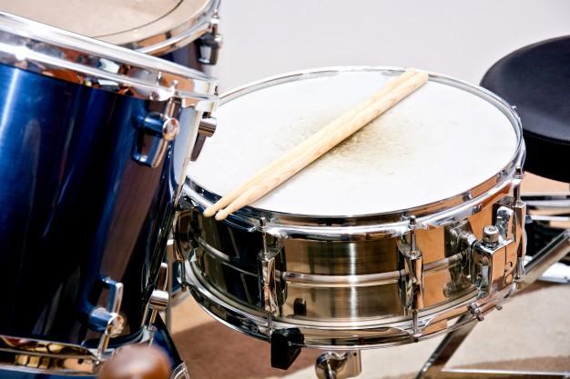 confeccionador de instrumentos de percussão